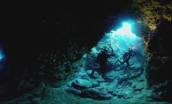 探索海底蓝洞